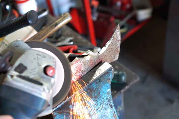 grinding-axe-head-with-angle-grinder